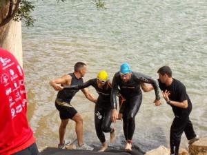 Chus y Juan coinciden en la salida del agua