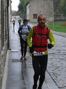 Cruzando Canfranc prueblo