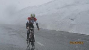 Intenso y fructífero fin de semana para los corredores de Mayencos Brico-Jaca Triatlón en el tramo final del segmento de ciclismo.