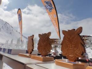 Los trofeos con el escudo del Mayencos Esquí Team causaron sensación.