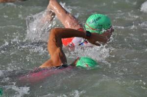 Tola en el segmento de natación. Foto de Víctor Sancho