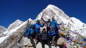 En la cima del Kalapattar (5445 m. de altura, con el Pumo Ri al fondo 7145 m.).